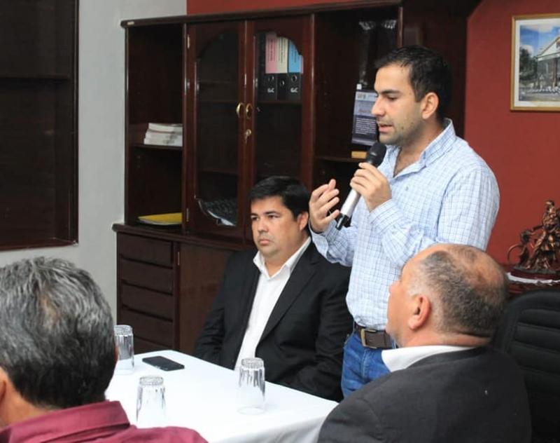 Mesa de trabajo, sala de reuniones del Despacho del Gobernador de Ñeembucú Lic. Luis Benítez