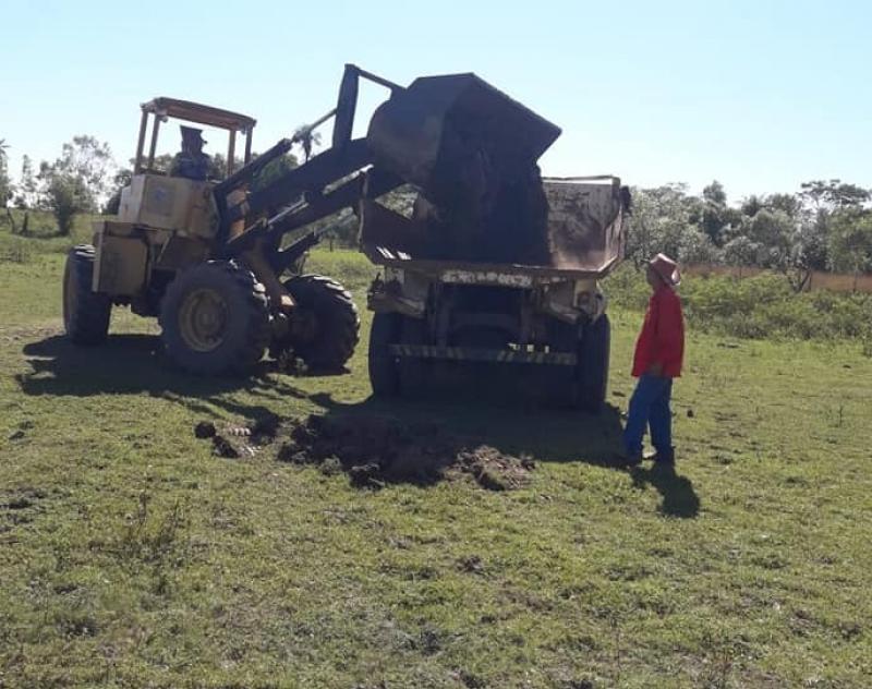 Extracción de Arcilla para Oleros de la Compañía Costa Pucu - Distrito de Isla Umbú.