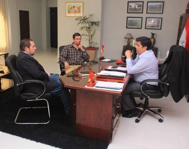 Gobernador de Ñeembucú recibió en su despacho a Gustavo Jensen