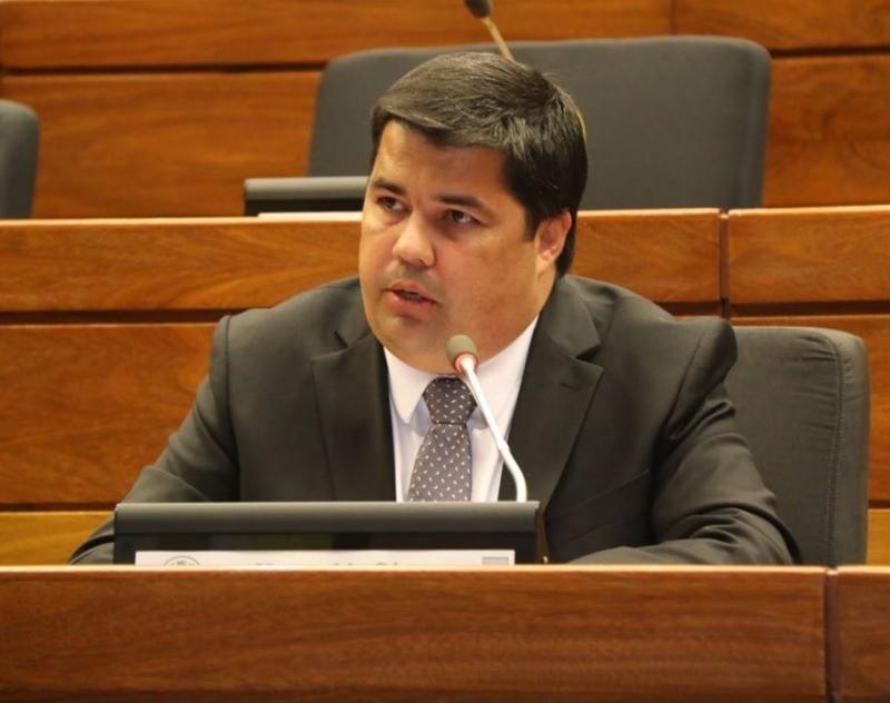 Gobernador de Ñeembucú, solicita reposición de recorte presupuestario, ante la Comisión Bicameral del Congreso