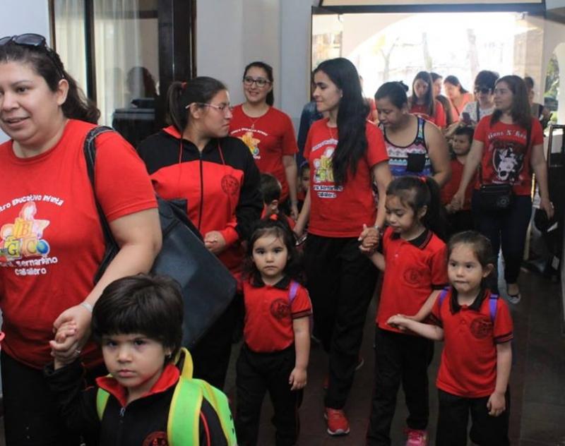 Alumnitos del Centro Educativo Infantil Bernardino Caballero de Pilar visitaron la Gobernación de Ñeembucú.