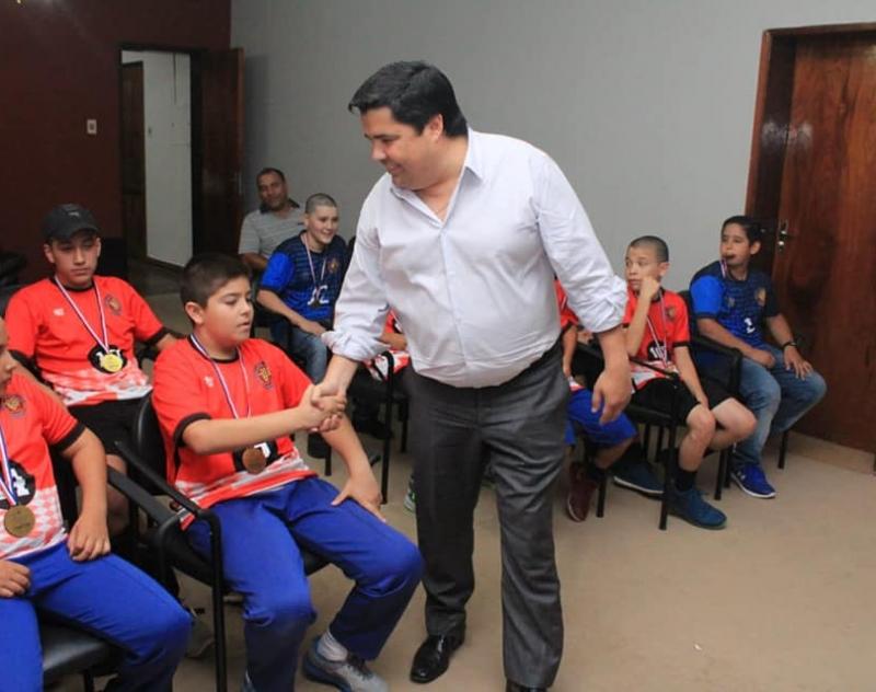Bicampeones U12 de Handball, en la Gobernación de Ñeembucú