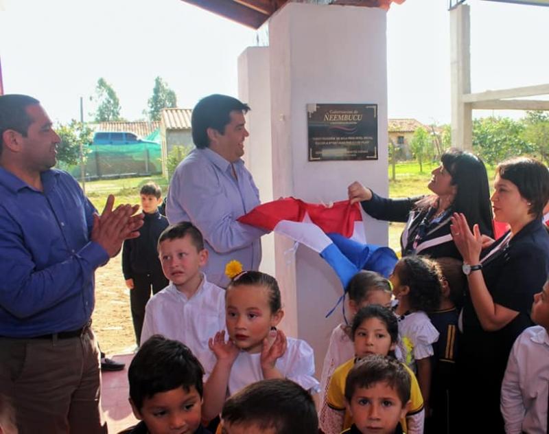 Inauguración de moderna sala de clases en la Escuela Juan Pablo II de Pilar