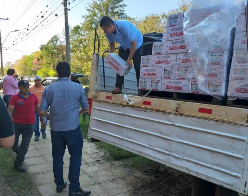 Gobernación cumplió con distribución de leche para merienda escolar en los distritos del Norte de Ñeembucú