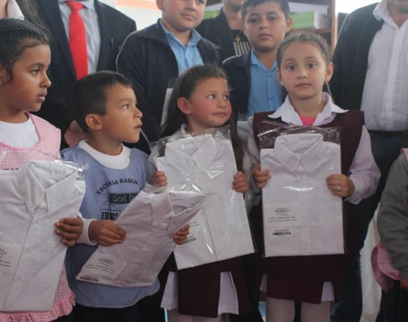 Camisas para 336 escolares del distrito de General Díaz.