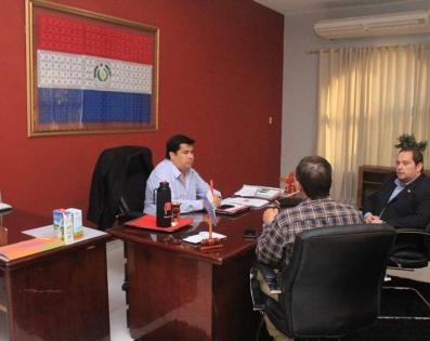 Gobernador de Ñeembucú recibió en su despacho a ...